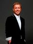 Антон Богданов - российский актер театра и кино, известный по сериалам «Реальные пацаны» и новогодней серии фильмов «Ёлки»