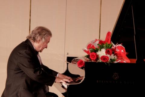 Международные ассамблеи искусств: выдающийся пианист, народный артист России  Михаил Воскресенский - в Перми